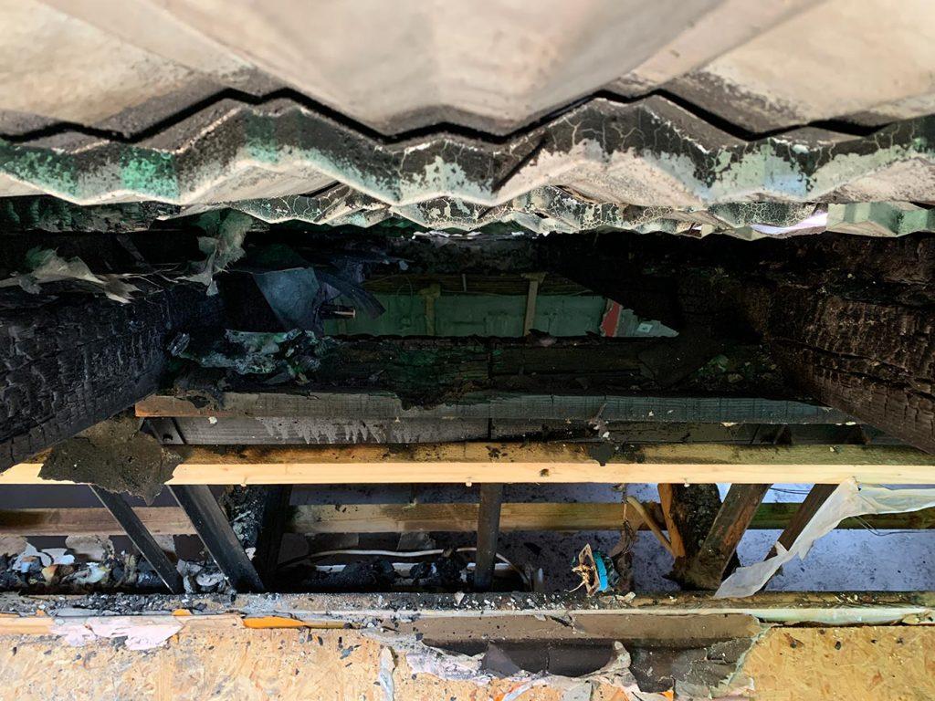 Pogoreli temelji strehe