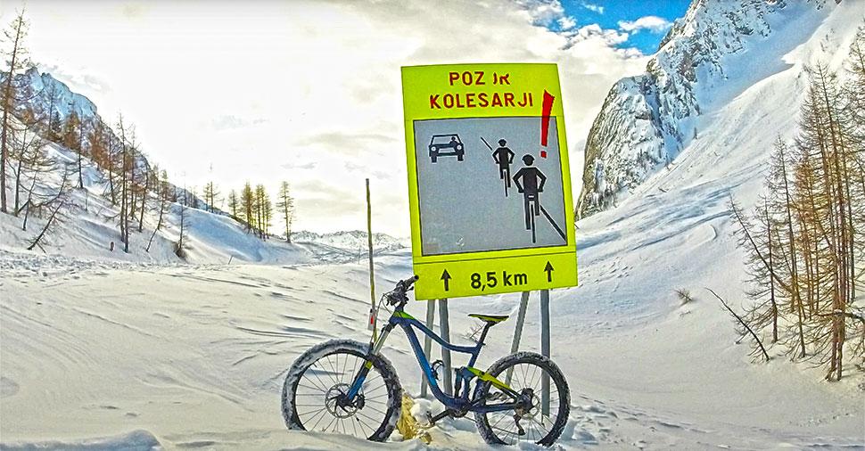 Vršič v snegu s kolesom