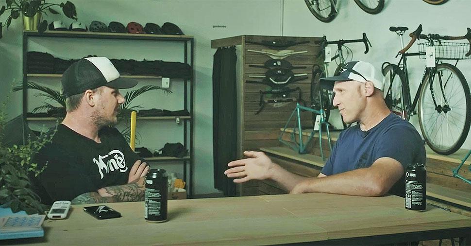 Steve Peat, Tine Činč, intervju v trgovini Loose Cycles
